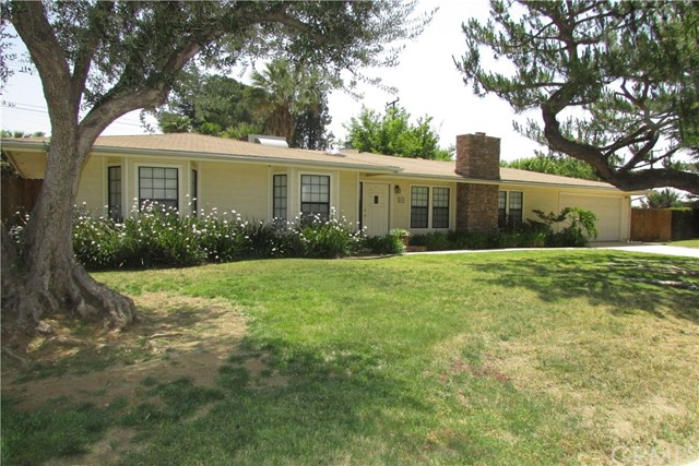 Single Family Home for Rent at 400 Eucalyptus Drive Redlands, California 92373 United States