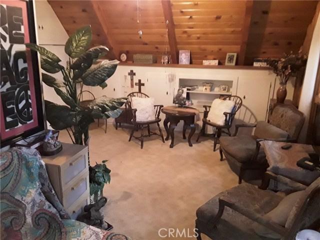 31347 Oakleaf Drive, Running Springs Area CA: http://media.crmls.org/medias/03d06ce7-97fe-4341-89a6-cdaca55063c8.jpg