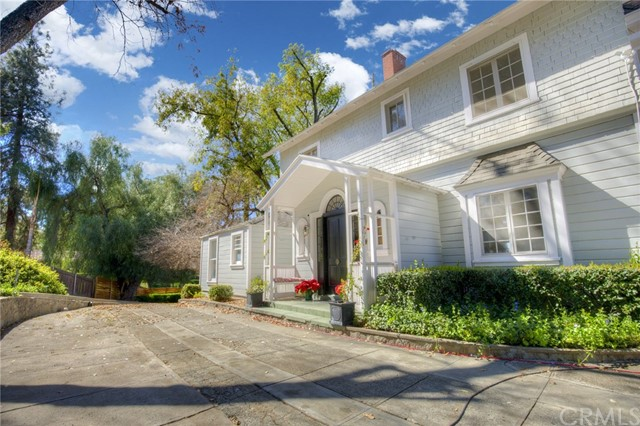 1311 S Center Street, Redlands CA: http://media.crmls.org/medias/03e6009e-a4cf-45e4-80fd-4e82e10ee48b.jpg