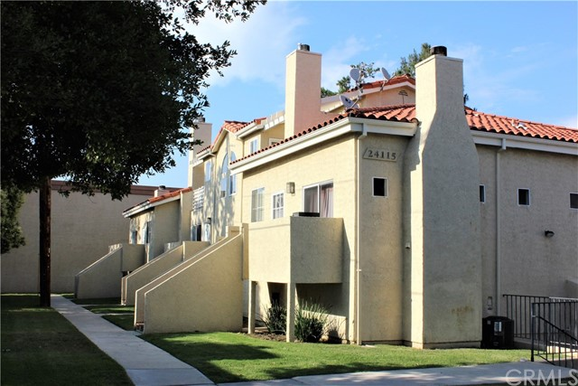 Detail Gallery Image 1 of 33 For 24115 Evans Ave #2, Newhall, CA 91321 - 3 Beds   2 Baths