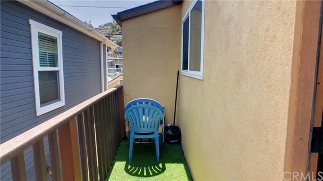 212 Catalina Avenue, Avalon CA: http://media.crmls.org/medias/043eea00-3492-4b43-84e5-53ec75e04312.jpg