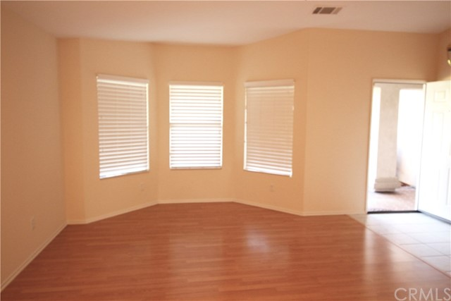 5633 E Avenue R11, Palmdale CA: http://media.crmls.org/medias/04682d1f-71ba-429b-8a76-349ca6d3a050.jpg