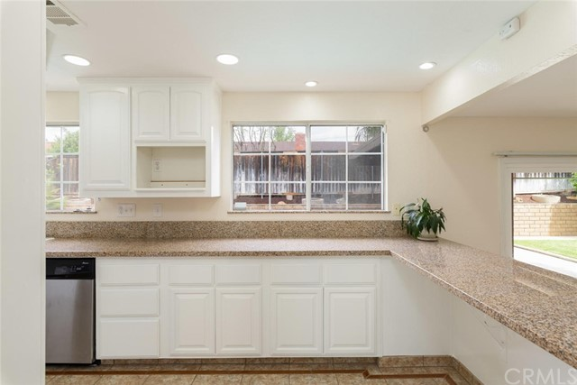 1361 Rosehill Drive, Riverside CA: http://media.crmls.org/medias/047360fe-dff4-42c9-8be9-b3c57796bc12.jpg
