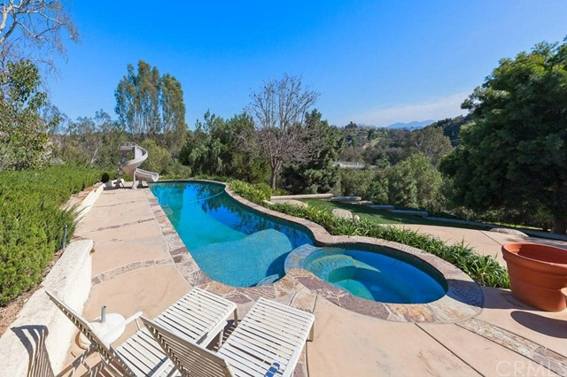 145 Morro Hill Road, Fallbrook, CA 92028
