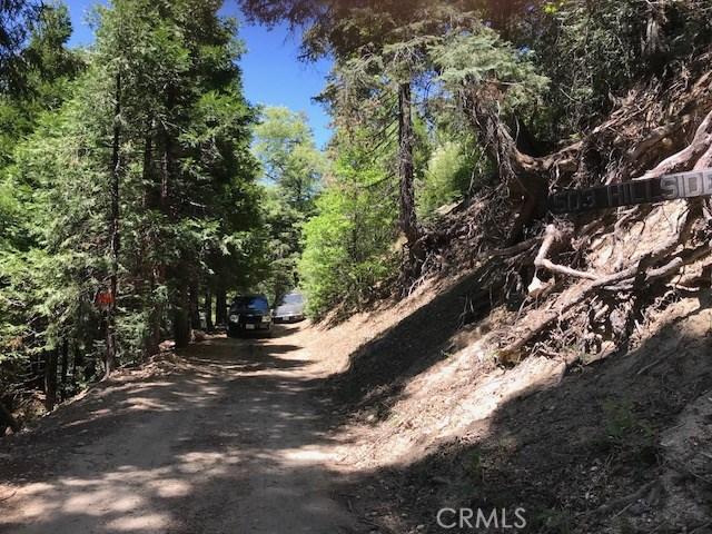 521 Hillside Drive, Lake Arrowhead CA: http://media.crmls.org/medias/04a86553-5a35-45c1-ba88-c9f69846de9e.jpg