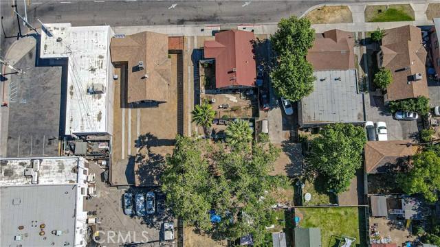 1625 E Olive Avenue, Fresno CA: http://media.crmls.org/medias/04aa7898-1b6b-4a4b-bbe5-9a28a7a7e3aa.jpg