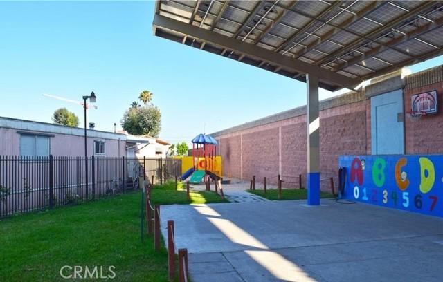 100 West Midway Drive, Anaheim CA: http://media.crmls.org/medias/04e1336c-d492-435e-ad71-ede20a1d35dd.jpg