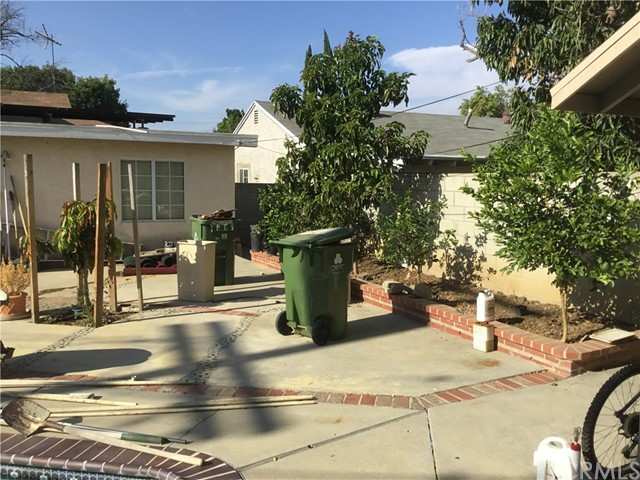 17946 Burton Avenue, Reseda CA: http://media.crmls.org/medias/04e51702-3931-4e1b-a13e-1121726436a7.jpg