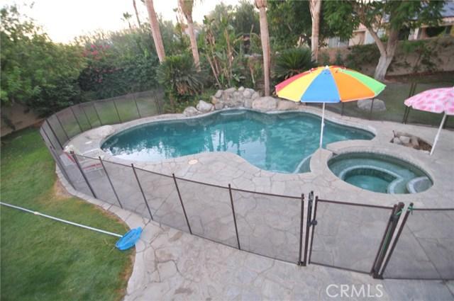 76820 Castle Court, Palm Desert CA: http://media.crmls.org/medias/04eaeb91-45ba-48e1-93ef-0dd27de3c898.jpg