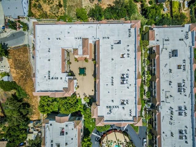 4760 Templeton Street, Los Angeles CA: http://media.crmls.org/medias/050207f0-88c0-4c81-a253-a48dede77813.jpg