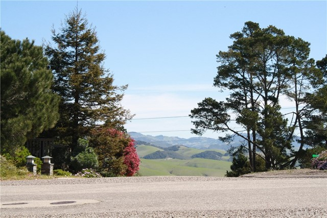 1 Richard Avenue, Cambria CA: http://media.crmls.org/medias/0510c4cc-06cb-4f61-adca-802d7080d506.jpg