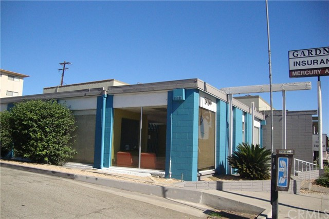 2124 W Beverly Boulevard, Montebello CA: http://media.crmls.org/medias/051377b7-9d8a-406e-aa4d-34a98bb399a1.jpg