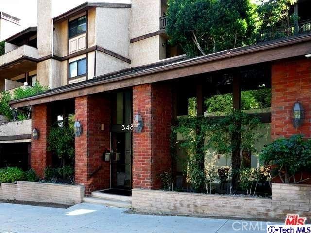 3480 Barham Boulevard, Hollywood Hills East CA: http://media.crmls.org/medias/051a3f05-57d2-4916-95f4-756a29dc70dd.jpg