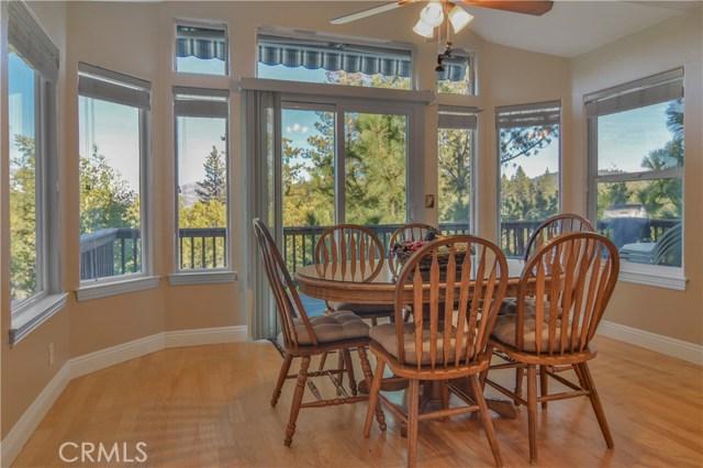 27505 North Bay Road, Lake Arrowhead CA: http://media.crmls.org/medias/052422ce-501b-4be6-953d-0889d8221986.jpg