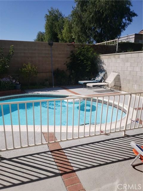 13815 Pheasant Knoll Lane, Moreno Valley CA: http://media.crmls.org/medias/0530b669-584e-44d3-9416-2e17018c708a.jpg