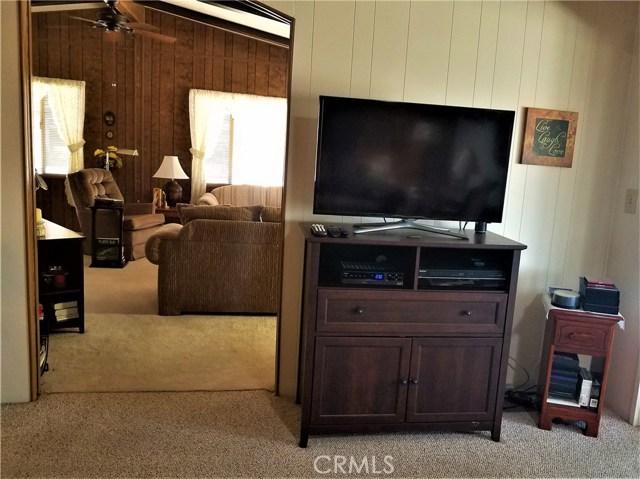 7501 Palm, Yucca Valley CA: http://media.crmls.org/medias/05453b43-b1ae-4534-93b4-f34b4ae5c1cf.jpg