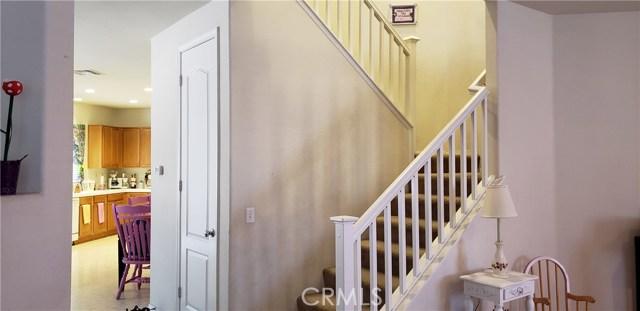 13223 La Crescenta Avenue, Oak Hills CA: http://media.crmls.org/medias/056bd59a-4f76-4d33-9541-a398d4d924fa.jpg