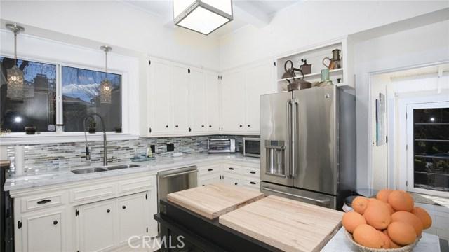 1311 S Center Street, Redlands CA: http://media.crmls.org/medias/05732022-0b09-4078-b5a3-36924c469495.jpg
