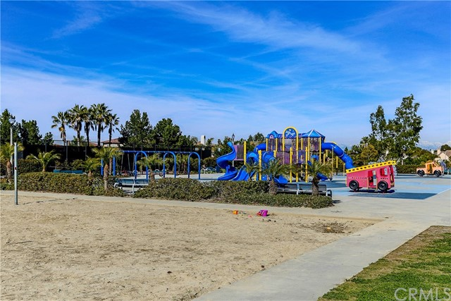 18611 Park Ridge Lane, Huntington Beach CA: http://media.crmls.org/medias/05794172-4cbe-4453-aa79-e5bfdc1617ed.jpg