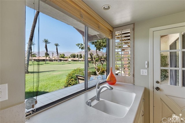241 Castellana, Palm Desert CA: http://media.crmls.org/medias/0595697c-08a9-4425-bae6-7ed0ee809c7d.jpg