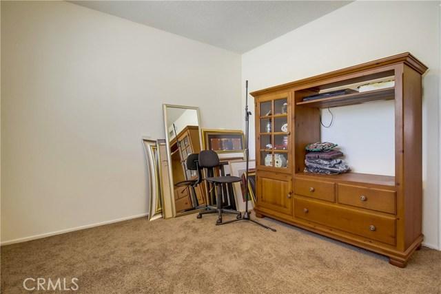 9009 Oneida Avenue, Sun Valley CA: http://media.crmls.org/medias/059b4696-bed3-45fa-9990-44a8e6bd9d39.jpg