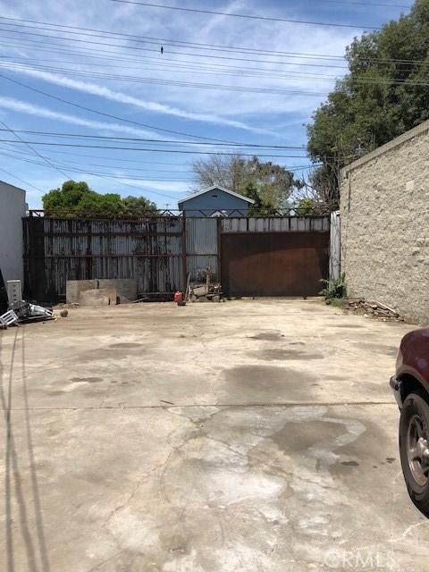 513 N Long Beach Boulevard, Compton CA: http://media.crmls.org/medias/059cc5ac-52d4-4489-974b-02cbf5d66685.jpg