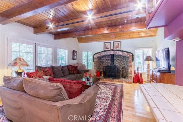 396 Birchwood Drive, Lake Arrowhead CA: http://media.crmls.org/medias/05aa18fa-e2cd-4176-9874-5ae8960de69f.jpg