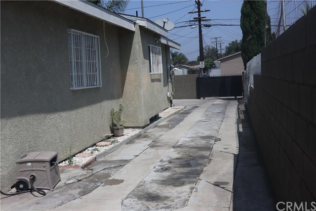 1964 E 110th Street, Los Angeles CA: http://media.crmls.org/medias/05fb81c9-1c2b-4c05-85ac-586bcae02232.jpg