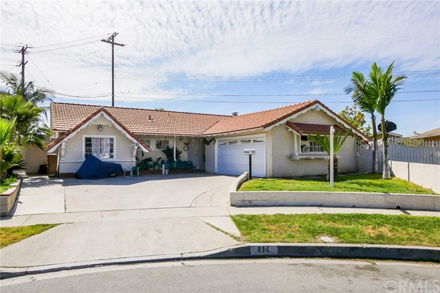 Single Family Home for Sale at 814 Arapaho Drive S Santa Ana, California 92704 United States