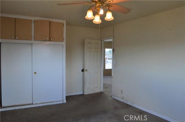 26179 6th Street, Highland CA: http://media.crmls.org/medias/0617122f-337c-4397-9972-d219f2ba1437.jpg