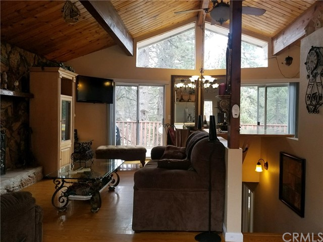Casa Unifamiliar por un Venta en 32737 Lupine Drive Arrowbear Lake, California 92314 Estados Unidos
