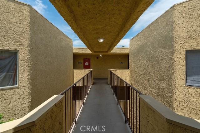444 Piedmont Avenue, Glendale CA: http://media.crmls.org/medias/06266012-fcab-40c9-8adc-6e0430e611ce.jpg