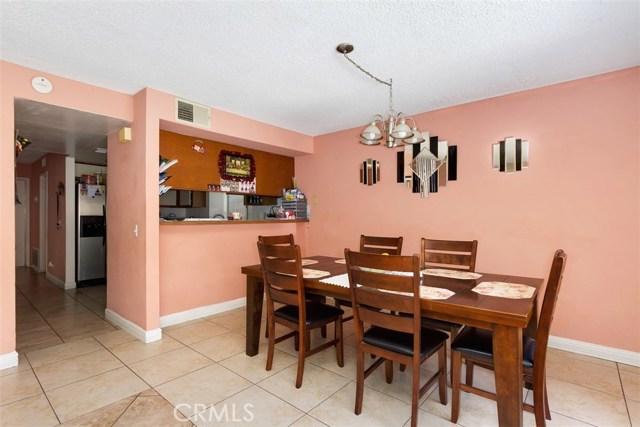 23476 Woodlander Way, Moreno Valley CA: http://media.crmls.org/medias/06276893-bcc1-428f-94e6-7c8f2449343f.jpg