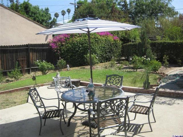 5200 Dahlia Drive, Los Angeles CA: http://media.crmls.org/medias/063d4a08-1e4b-4b67-8db6-1454e5156ef1.jpg