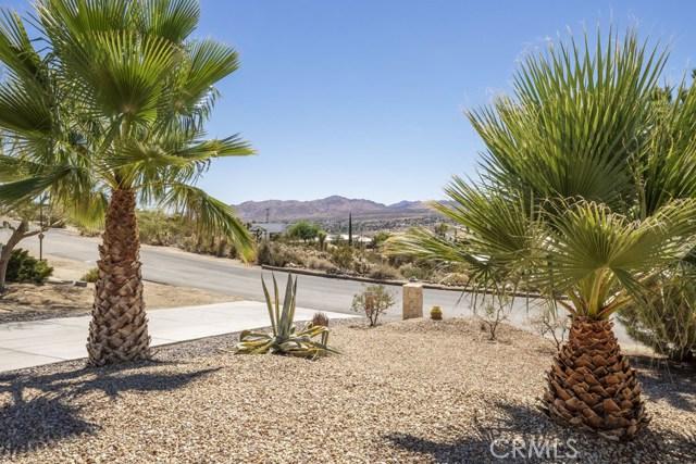 57490 Redondo Street, Yucca Valley CA: http://media.crmls.org/medias/068e0a3b-00ce-4013-ad7f-f424876fa89c.jpg