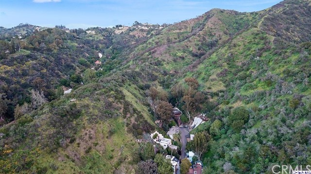 9807 Portola Drive, Beverly Hills CA: http://media.crmls.org/medias/069d7173-f6f5-489e-afe5-3996269f8ff6.jpg