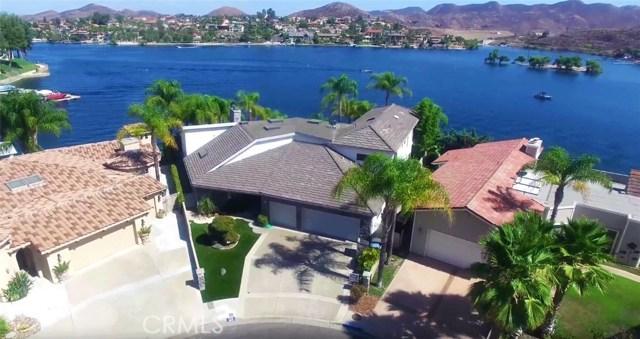 Casa Unifamiliar por un Venta en 30112 Red Barn Place Canyon Lake, California 92587 Estados Unidos