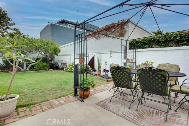 703 -705 El Redondo Avenue, Redondo Beach CA: http://media.crmls.org/medias/06c7e5e8-9df3-4218-bdca-687345ee9652.jpg