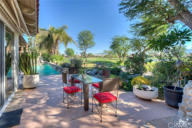 54015 Southern Hills, La Quinta CA: http://media.crmls.org/medias/06c84724-415a-4b8f-abfb-ff2fdc13b211.jpg