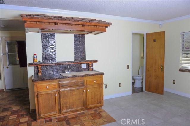 57588 Onaga Trail, Yucca Valley CA: http://media.crmls.org/medias/06dc3f53-cbbf-4313-8fd7-564bcf240d17.jpg