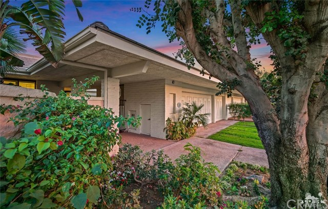 4 Exeter Court, Rancho Mirage CA: http://media.crmls.org/medias/06deacb4-71c3-44c9-8c38-c2af974e3467.jpg