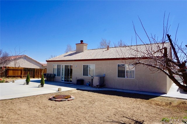 13002 Haverford Court, Victorville CA: http://media.crmls.org/medias/06e8db0e-5be1-461e-9c5e-0d9eb2437dc0.jpg