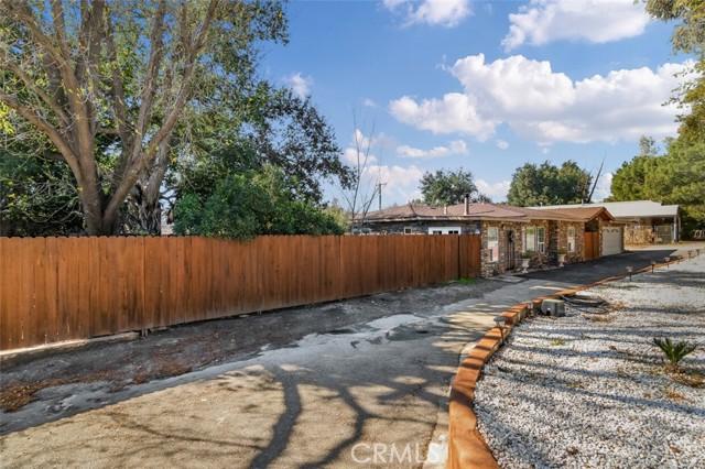 24421 Jefferson Avenue, Murrieta CA: http://media.crmls.org/medias/070f8169-8c12-4d81-bdc1-1d0ed1f67556.jpg