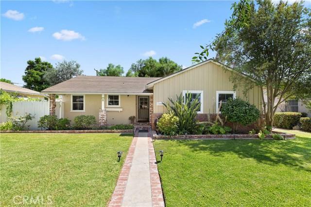 1220 Riverside Drive, Fullerton CA: http://media.crmls.org/medias/073f4dd8-c2de-4f98-803d-583e861f45b0.jpg
