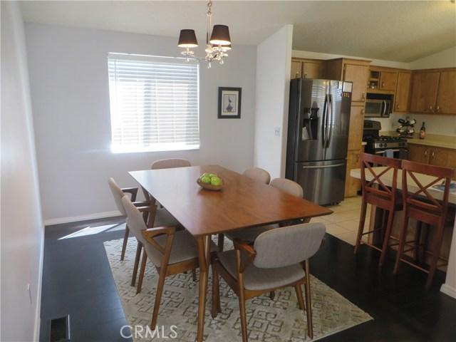 140 W Pioneer Avenue, Redlands CA: http://media.crmls.org/medias/0747fdf9-3825-419c-ba92-8f95d543746a.jpg