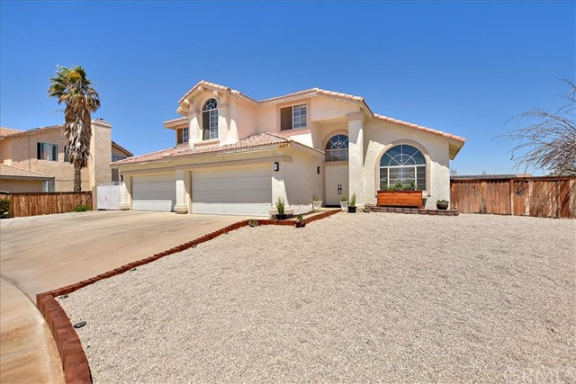 Detail Gallery Image 1 of 29 For 13257 Antioch Cir, Victorville, CA 92392 - 4 Beds | 2/1 Baths