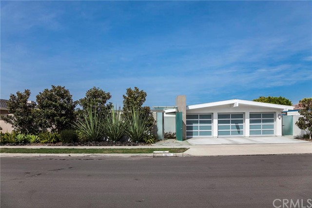 Single Family Home for Rent at 1807 Galatea St Corona Del Mar, California 92625 United States