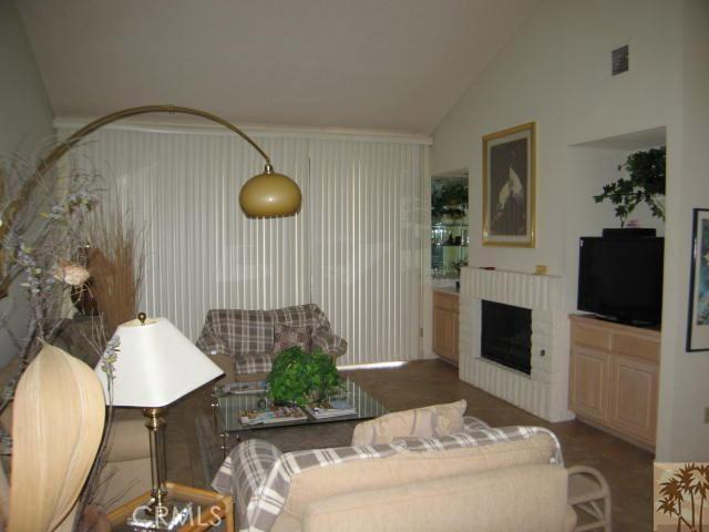 304 Castellana, Palm Desert CA: http://media.crmls.org/medias/0757686c-b2cc-4884-9925-9ba206e022c9.jpg