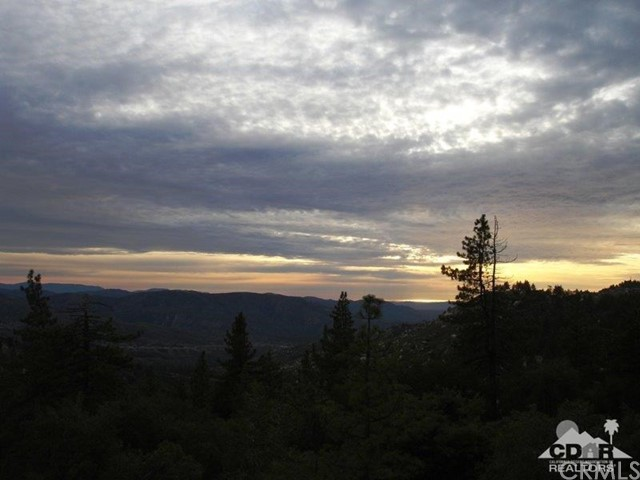 23076 Oak Leaf Lane, Idyllwild CA: http://media.crmls.org/medias/079d34b1-94c1-4291-8ff3-8ed6e444da58.jpg