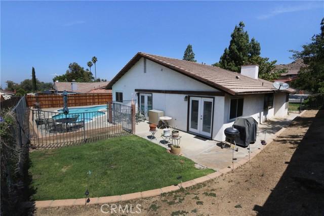274 Celeste Drive, Riverside CA: http://media.crmls.org/medias/07c3d55c-3652-4003-9342-2e3d9dce9aa4.jpg